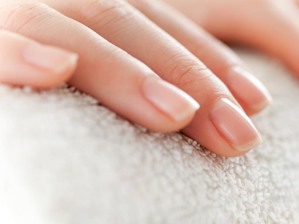 OXYGN九个让指甲长得更快更结实的简易方法