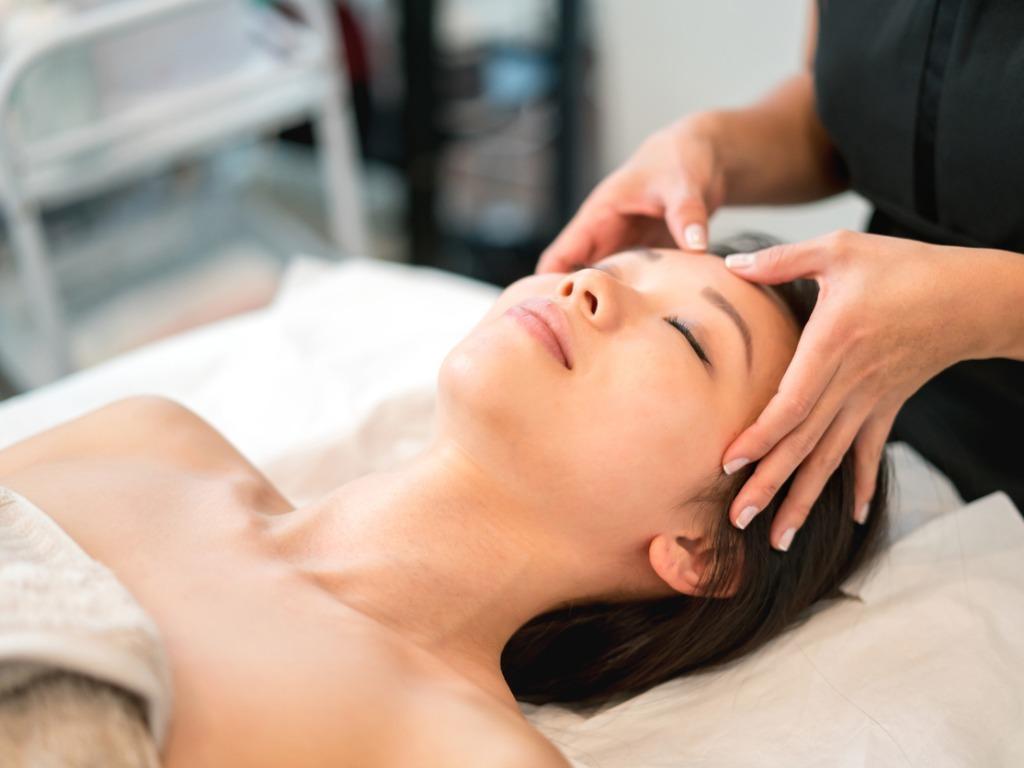 OXYGN三个舒展手法帮你舒缓压力,增强皮肤