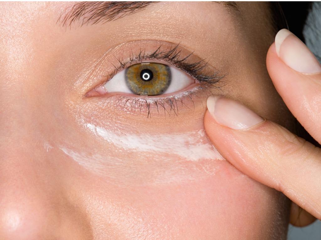 不想眼部再起暗粒,你一定要知道如何正确涂眼霜!OXYGN不想眼部再起暗粒,你一定要知道如何正确涂眼霜! ♥ OXYGN