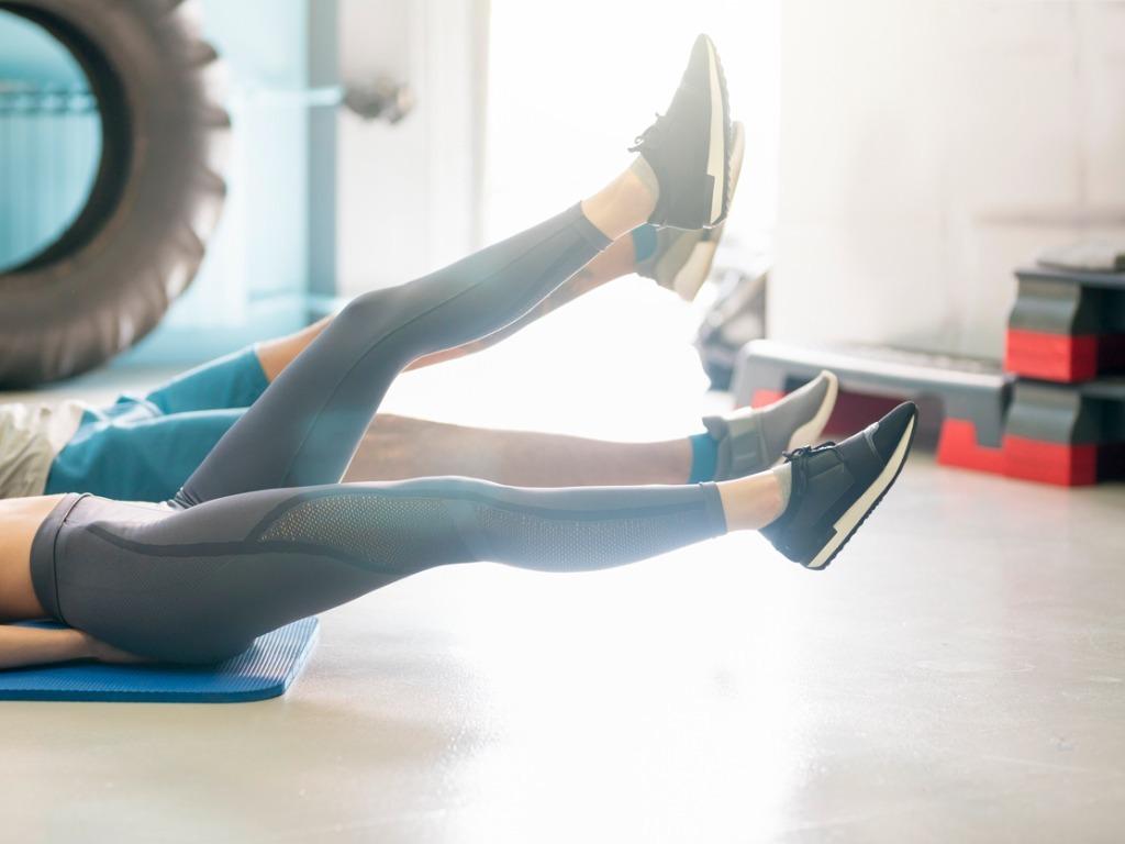 打造坚实腹肌,抬腿动作要这样练OXYGN打造坚实腹肌,抬腿动作要这样练 ♥ OXYGN